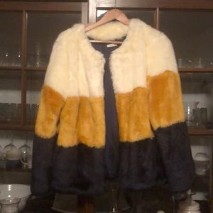 Never worn white, yellow and black faux fur M